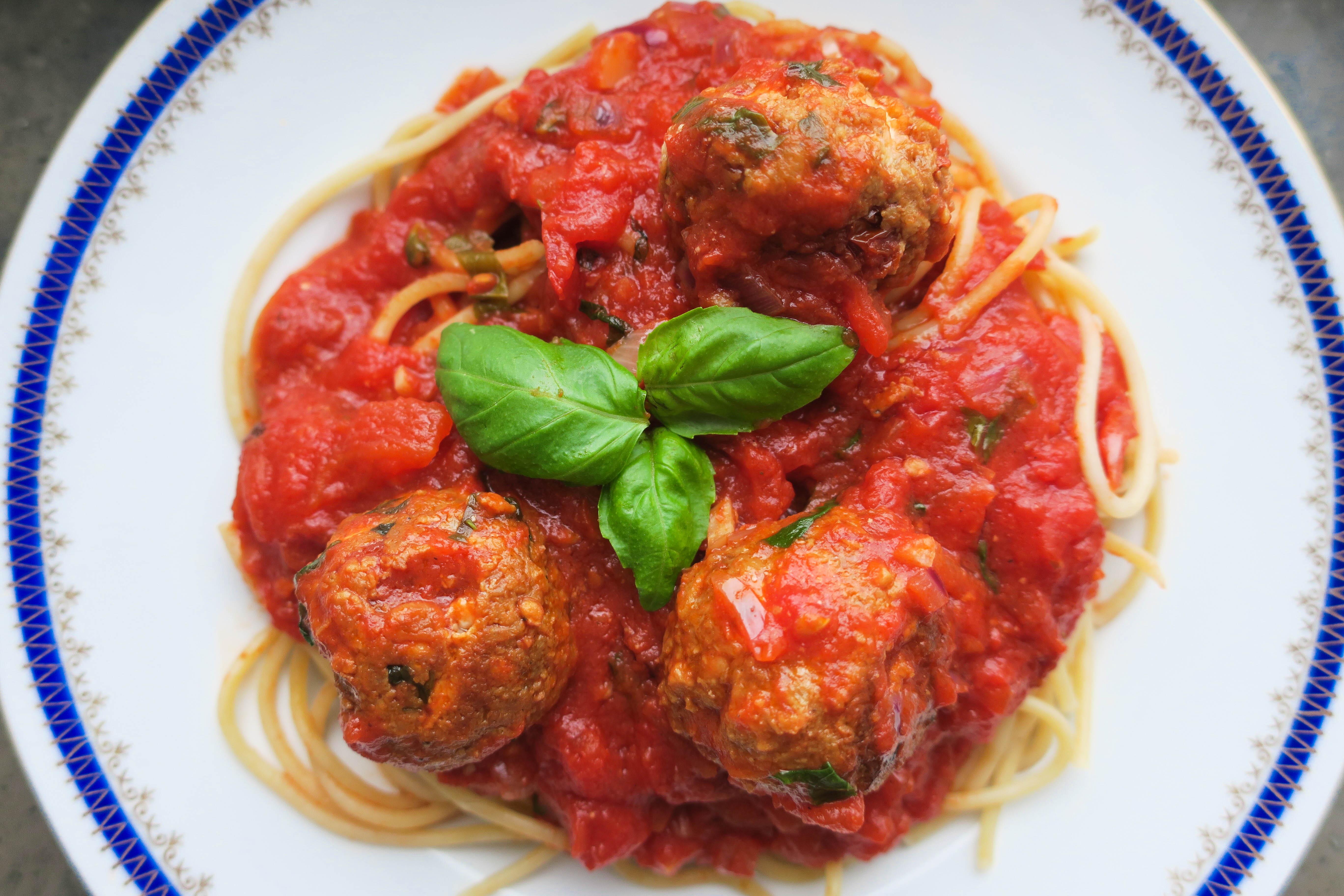 fetaostbiffar i tomatsås